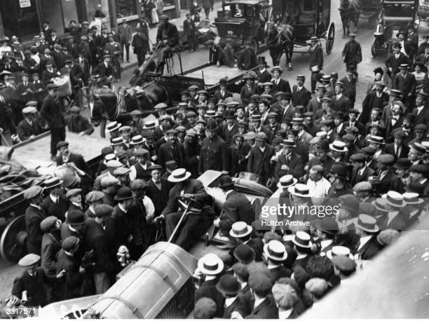 A crowd gathers round Jack Johnson of the USA as he arrives in his car in Fleet Street One of the greatest yet most unpopular Heavyweight boxers of...