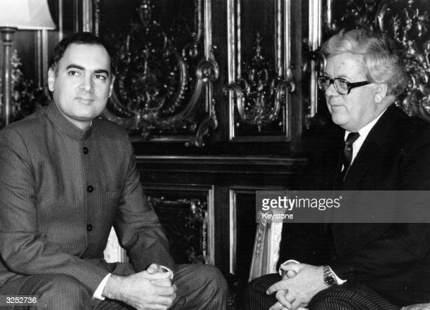 Indian prime minister Rajiv Gandhi meeting with British foreigh secretary Sir Geoffrey Howe