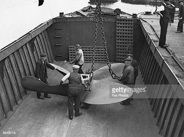 A propeller being removed from the SS Tuscan Star at the Royal Albert Docks London
