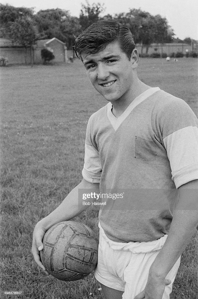 15-year-old <a gi-track='captionPersonalityLinkClicked' href=/galleries/search?phrase=Terry+Venables&family=editorial&specificpeople=240288 ng-click='$event.stopPropagation()'>Terry Venables</a>, an apprentice footballer with Chelsea F.C., training in Dagenham park, east London, UK, 10th August 1958.