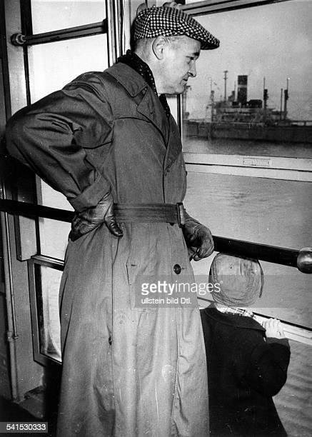 *Diplomat und Historiker USAan Bord des Passagierschiffes 'America' kurz vor der Abfahrt von Bremerhaven nach New York