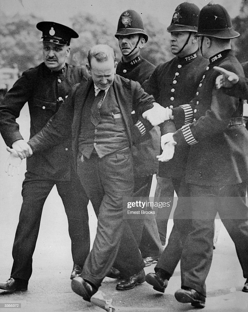 Patrick McMahon being arrested after trying to shoot King Edward VIII in Constitution Hill.