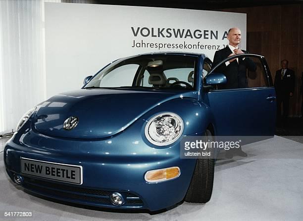 COL*Manager ÖsterreichVorstandsvorsitzender der Volkswagen AG präsentiert auf derJahrespressekonferenz von VW denNew Beetle April 1998