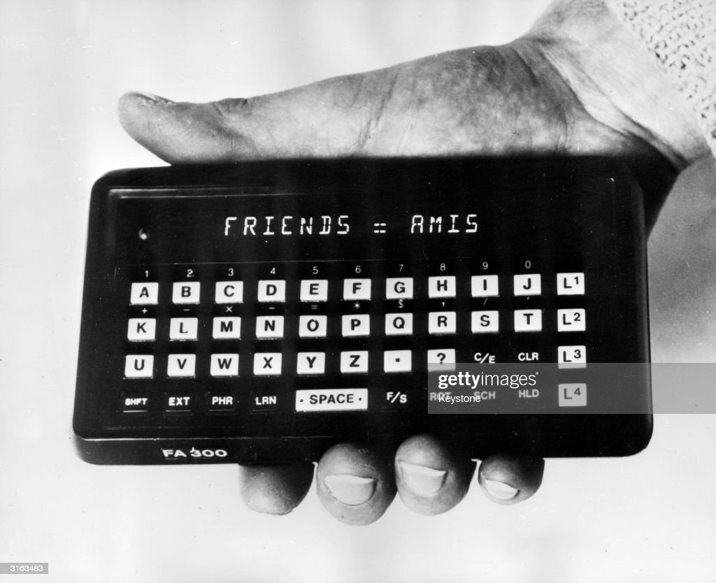 A pocket translator and calculator made by the company Franco-American Friends. With a repertoire of 7,000 words for each language, it costs1,400 francs .