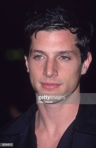 Headshot of American actor Simon Rex smiling at the premiere of director Jonathan Lynn's film 'The Whole Nine Yards' Los Angeles California