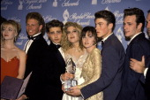 Jason Priestley Tori Spelling and Shannen Doherty with the rest of the cast of Beverly Hills 90210 in the press room at the 1992 People's Choice...