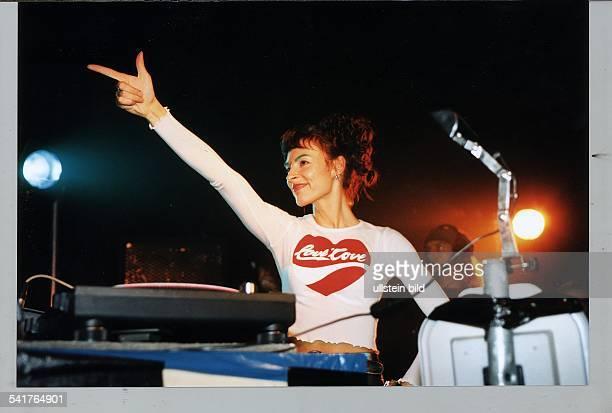 Moderatorin TechnoDJ Dals DJ bei `Mayday Berlin 1994` 1994