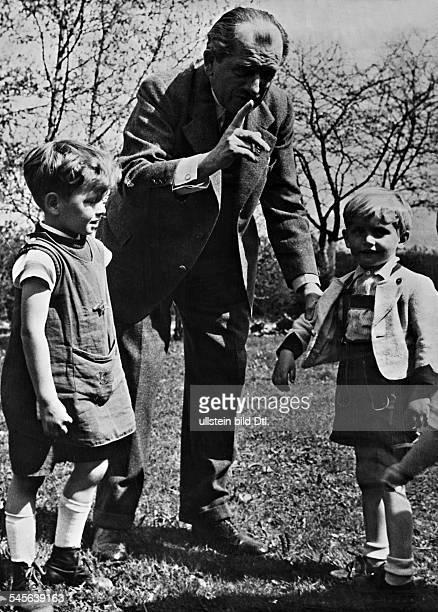18751951KfzKonstrukteur Dzusammen mit seinen Enkelkindern 1940