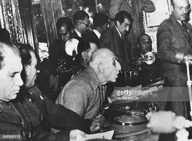 18801967Politiker Persien195153 MinisterpräsidentProzess vor einem iranischen Kriegsgericht gegen Mossadegh der angeklagt ist den Sturz der Monarchie...