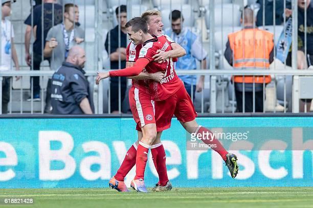 <18Muenchen Deutschland 2 Bundesliga 9 Spieltag TSV 1860 Muenchen Fortuna Duesseldorf Axel Bellinghausen bejubelt den Torschuetzen zum 03 Marcel...