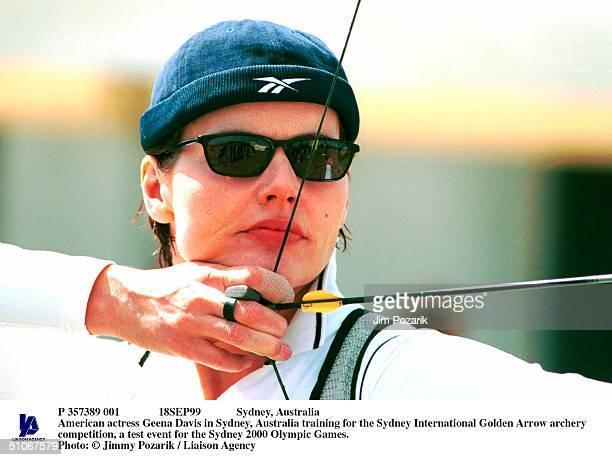 P 357389 001 18Sep99 Sydney Australia American Actress Geena Davis In Sydney Australia Training For The Sydney International Golden Arrow Archery...