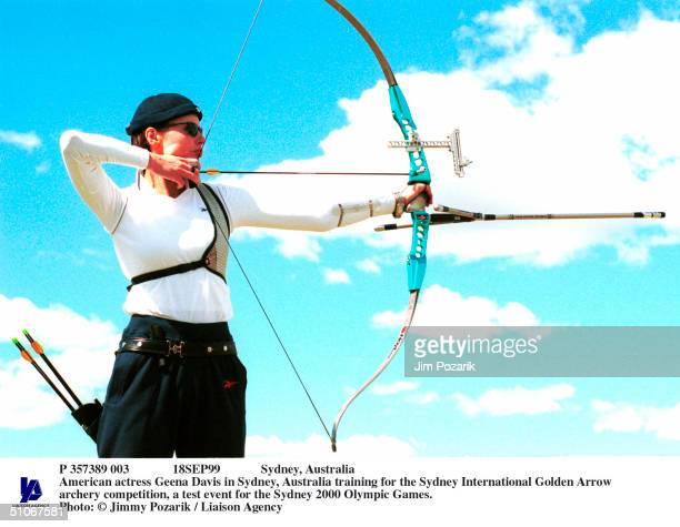 P 357389 003 18Sep99 Sydney Australia American Actress Geena Davis In Sydney Australia Training For The Sydney International Golden Arrow Archery...