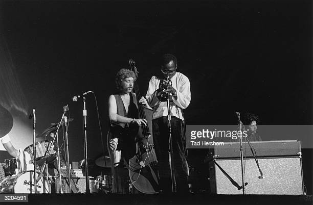 Left to right British bassist Dave Holland American trumpeter Miles Davis and American keyboardist Chick Corea perform on stage at the Longhorn Jazz...