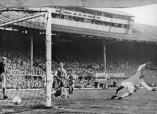Loy the Eintracht goal keeper is unable to prevent Di Stefano of Real Madrid scoring his team's first goal during the European Cup Final against...