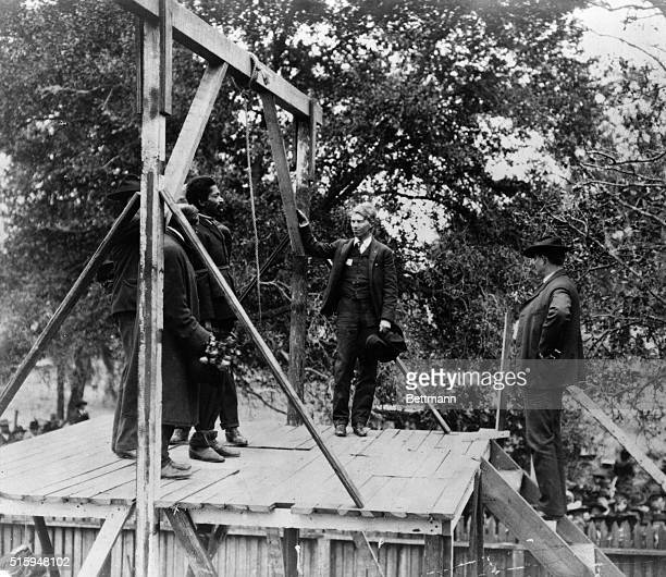 1906Execution by hanging of a negro man in the South Executioner preparing the noose Photgraph 1906 ORIGINAL