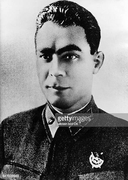 *Politiker UdSSR Generalsekretär des ZK der KPdSU 196482Staatschef 197782 Porträt in Uniform 1940