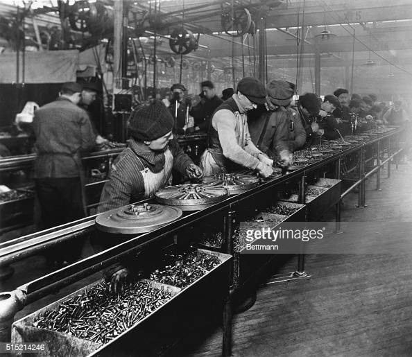 Ford motor company assembly line pictures getty images for Ford motor company history