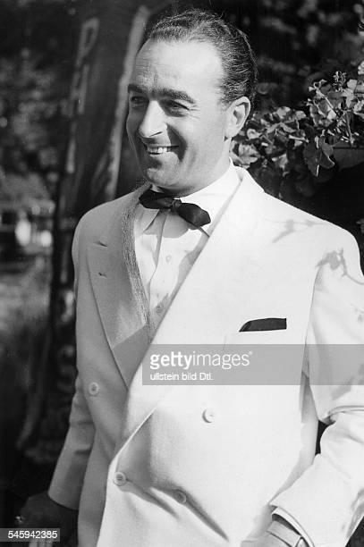 *19171986Conferencier Kabarettist D im Smoking 1951