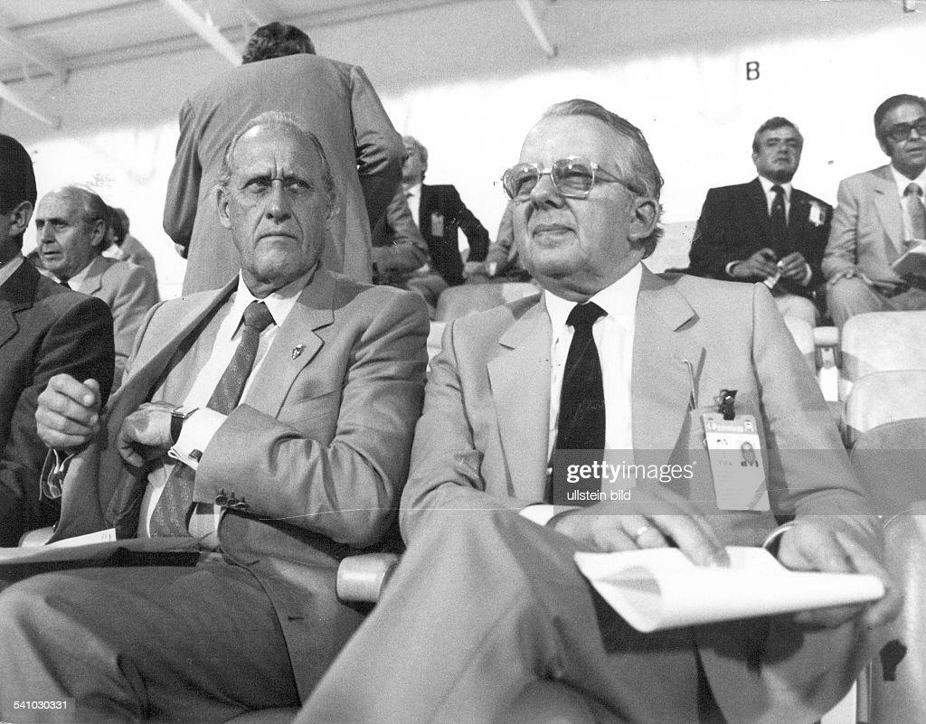 1919Sportfunktionär; BRDPräsident 'Deutscher Fussballbund' (DFB)mit FIFA-Präsident <a gi-track='captionPersonalityLinkClicked' href=/galleries/search?phrase=Joao+Havelange&family=editorial&specificpeople=552184 ng-click='$event.stopPropagation()'>Joao Havelange</a> währendder WM in Spanien- 1982