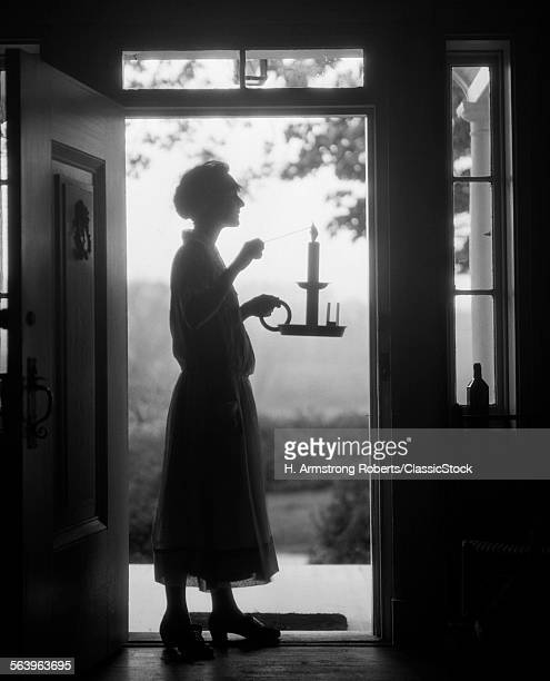 1920s SILHOUETTE OF...