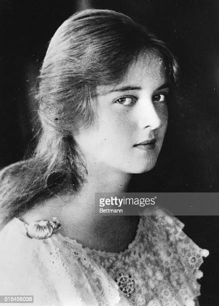 1920Scenes from the private life of Bette Davis This picture of Bette was taken in 1920 and shows her as she appeared at the age of 12