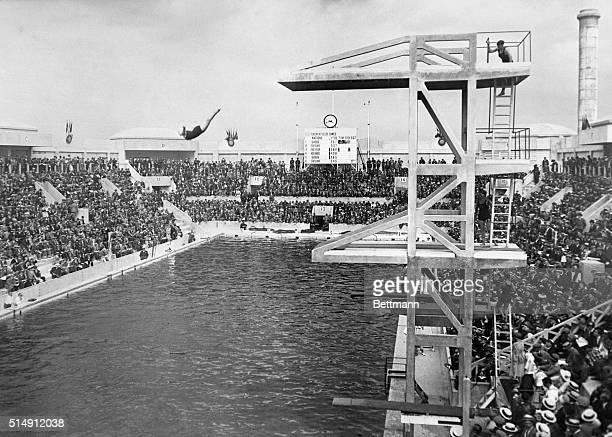 1924Paris France Caroline Smith American girl winning high diving competition at Tourelles Pool