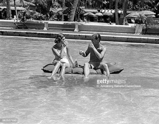 1930s 1940s COUPLE...