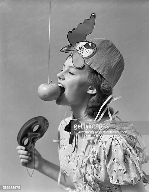 1930s 1940s GIRL BOBBING...
