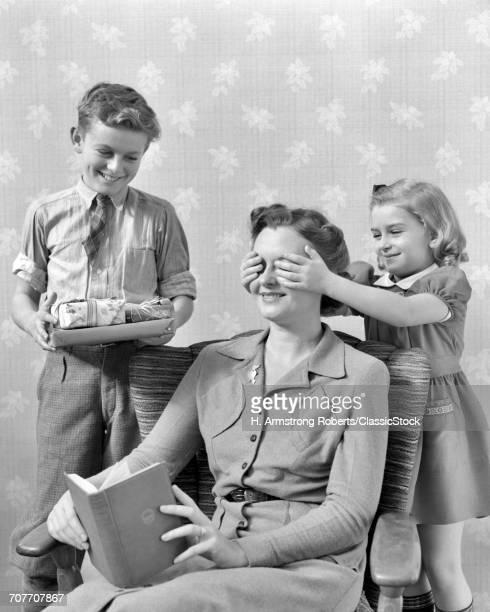 1930s 1940s LITTLE GIRL...