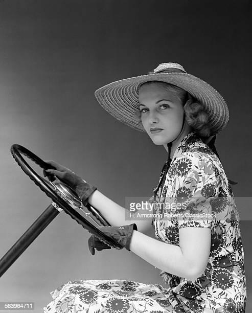 1930s 1940s WOMAN WEARING...