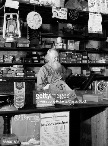 1930s BEARDED GROCER...