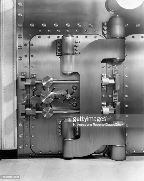 1930s CLOSED BANK VAULT DOOR