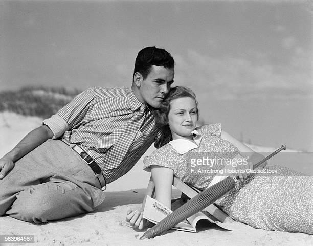 1930s COUPLE ON BEACH...