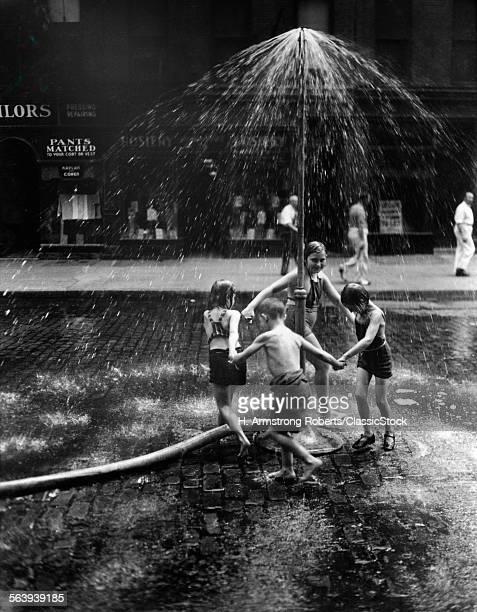 1930s INNER CITY CHILDREN...