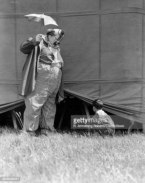 1930s MAN CLOWN CATCHING...