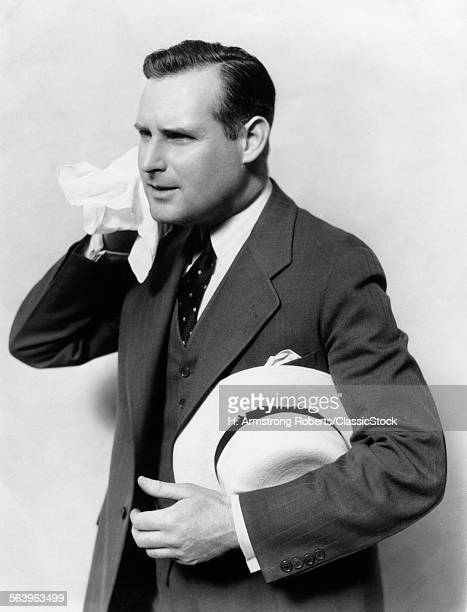 1930s MAN IN SUITOLDING...