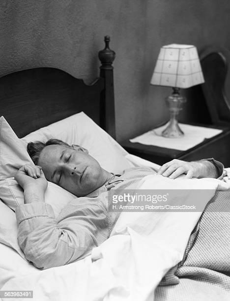 1930s MAN SLEEPING ASLEEP...