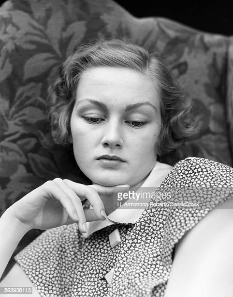 1930s PORTRAIT OF WOMAN...