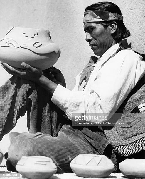 1930s PUEBLO INDIAN MAN...