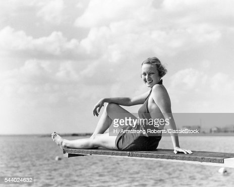 1930s SMILING WOMAN IN...