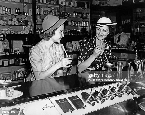1930s TWO WOMEN DRINKING...
