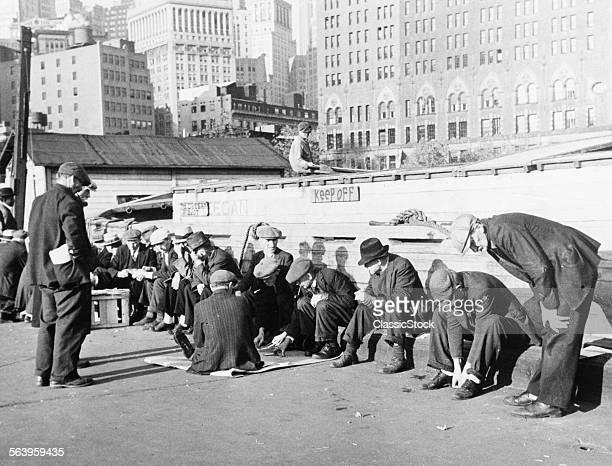 1930s UNEMPLOYED MEN...