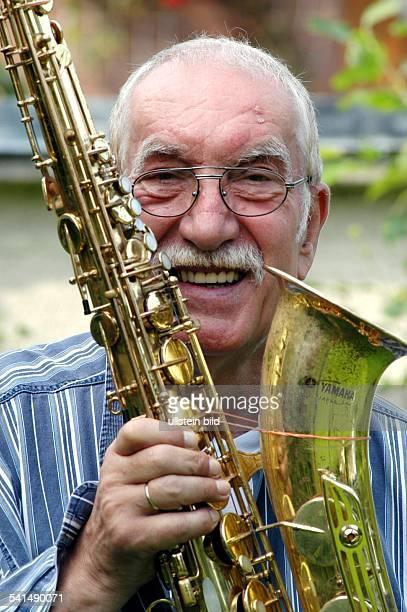 1935Saxofonist Pianist DPorträt mit Saxofon