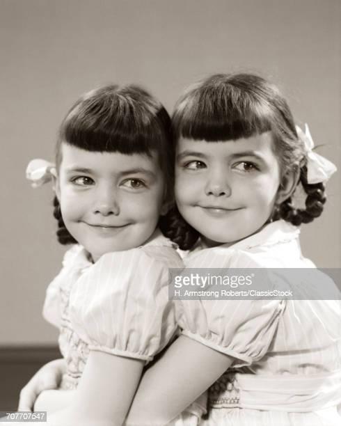 1940s 1950s TWIN GIRLS...