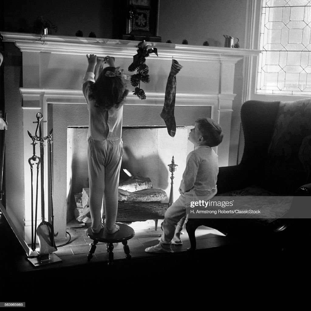1940s BOY GIRL HANGING... : Stock Photo