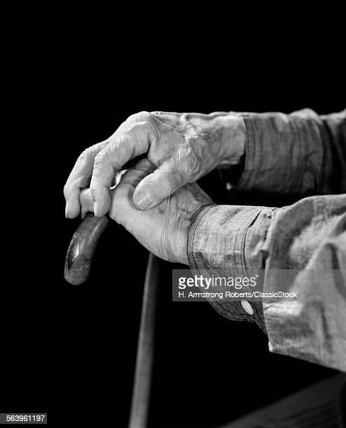 1940s ELDERLY MAN HANDS...