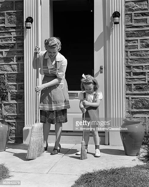 1940s MOTHER AND DAUGHTER...