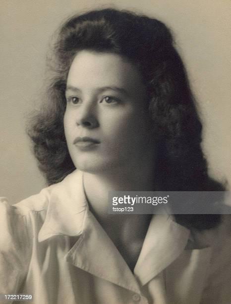 Década de 1940 Retrato de una bella mujer joven