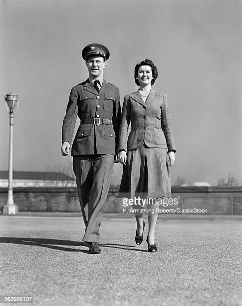 1940s SMILING COUPLE...