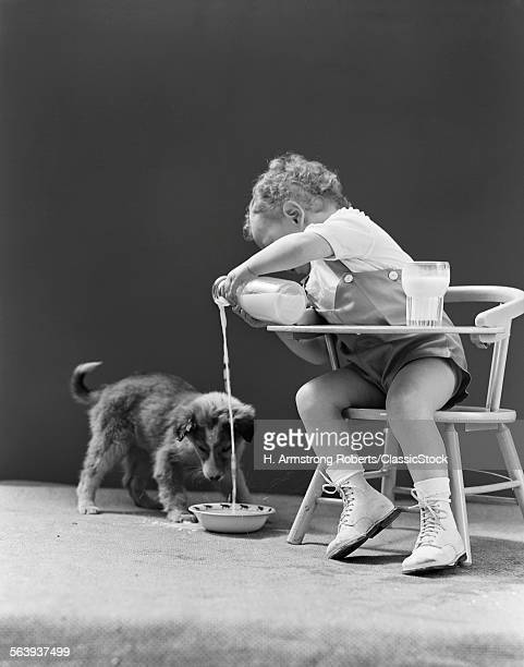 1940s TODDLER SITTING IN...